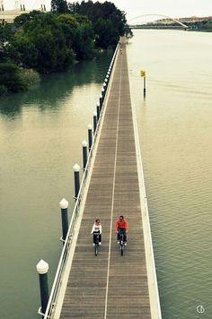 Pasarela sobre el Río Guadalquivir. Sevilla.