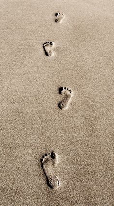 Zen - our mark in this world - just footprints in the sand . Lead By Example, Aesthetic Photo, Aesthetic Wallpapers, Banksy, In This Moment, Teaching, Simple, Photography, Beautiful