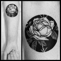 Blackwork rose tattoo by Casper Mugridge. #CasperMugridge #blackwork #negativespace #rose #flower #floral #TattooIdeasFlower