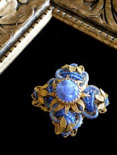 ブルーガラスのアンティークブローチ MIRIAM HASKELL(ミリアムハスケル)