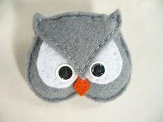 SALE - Felt owl brooch, gray and  white  felt bird brooch by Ynelcas  $6