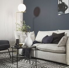 Kind of in love with this new color by 4477 Deco Blue // styling by talented Nordic Living Room, Home Living Room, Living Room Designs, Modern Home Interior Design, Flat Interior, Living Room Inspiration, Interior Inspiration, Deco Blue, Guest Bedrooms