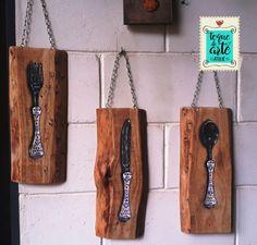 trio de placas em madeira rústica com pintura óleo sobre madeira feitas no Toque de Arte Ateliê