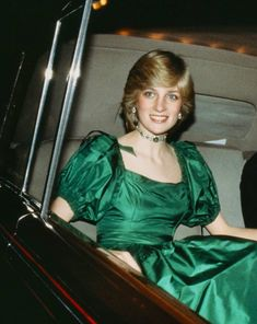 Princess Diana Attending An Agricultural Fair - foll Princess Diana Hair, Princess Diana Fashion, Princess Diana Pictures, Real Princess, Princess Of Wales, Lady Diana Spencer, Diana Quotes, Elisabeth Ii, Royal Dresses