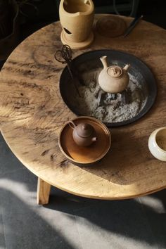 Long time no see sunshine. Just prepare for tea. You will enjoy here, and my tea ware. Japanese Home Design, Japanese Interior, Japanese House, Japanese Tea Table, Chinese Tea Room, Chinese Tea Set, Irori, Teapots Unique, Tea Culture
