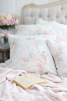 These beautiful subtle floral pillows have a surprise! I used the wrong side of the fabric to give a more soft, aged washed look. Come see these DIY Faded vintage floral pillows. French Country Bedrooms, French Country Cottage, Country Farmhouse Decor, French Country Decorating, Country Bathrooms, Country Chic, Cottage Style, Cottage Art, Cottage Decorating