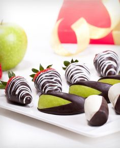 Mix box of chocolates is luxury chocolate box which created from various types of fresh fruit dipped in chocolate quality. Chocolate Dipped Fruit, Chocolate Box, Luxury Chocolate, Fruit Flowers, Appetizers For Party, Fresh Fruit, Strawberry, Make It Yourself, Apples