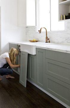 Gray Kitchen Cabinet Paint Color Ideas. Farrow & Ball Pigeon. #GrayKitchenPaintColor #Farrow&BallPigeon