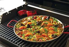 That crunchy, bottom-of-the-pan crust can be yours, too! Read on for our food stylist's tips on how to make a flavorful paella.