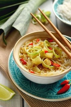 ázsiai karalabeleves Izu, Japchae, Curry, Ethnic Recipes, Food, Chinese Recipes, Red Peppers, Curries, Essen