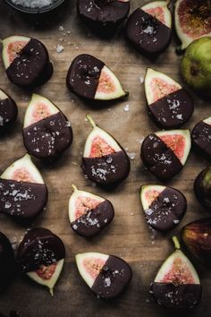 Dark chocolate dipped figs the easiest seasonal dessert you hadnt thought of until now Finished with a generous sprinkle of flaky salt these are a crowdpleasing healthyis. Vegan Desserts, Just Desserts, Dessert Recipes, Crepe Recipes, Frozen Desserts, Vegan Recipes, Manger Healthy, Chocolate Dipped Strawberries, Chocolate Covered