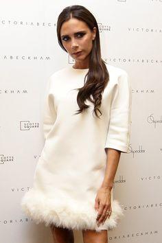 Victoria Beckham com mini-vestido branco || Créditos: Getty Images