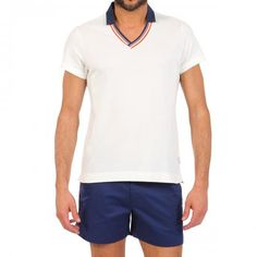 SPENCER WHITE PIQUE COTTON POLO Spencer solid white short sleeve pique cotton Polo. Ribbed cotton V-neck and contrast collar. COMPOSITION: 100% COTTON. Model wears size L he is 189 cm tall and weighs 86 Kg.