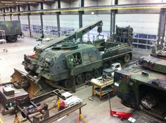 """Leopard 2 ARV in the """"workshop"""""""