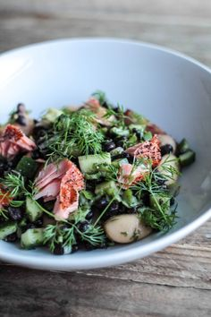 Salad with black beans, salmon and dill