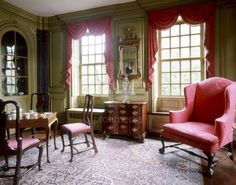 Front parlor of the Hunter House in Newport, R.I. by Jonathon Nicholas, Jr. in 1748 to 1754, and it is a Georgian Colonial style