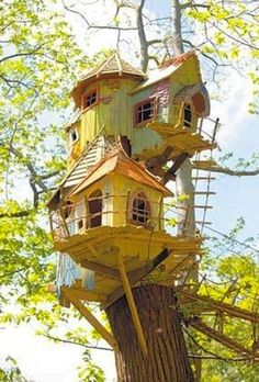 Awesome Tree House Ideas for Your Backyard. Playing in tree houses always fascinating. It is too much fun to build your own tree house when you are a child. Cool Tree Houses, Fairy Houses, Play Houses, Beautiful Tree Houses, Dog Houses, Dream Houses, Magical Tree, Norfolk England, Tree House Designs