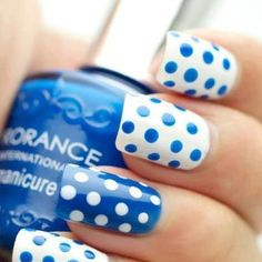 polka dots nails in white and blue~