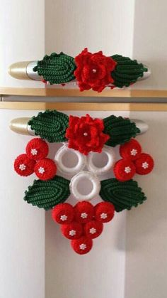 """Diy Crafts - """"croche geladeira do with without"""", """" do with without the bottom cluster for towel holder"""" Crochet Flower Patterns, Crochet Stitches Patterns, Crochet Motif, Irish Crochet, Crochet Flowers, Crochet Kitchen, Crochet Home, Crochet Crafts, Crochet Projects"""