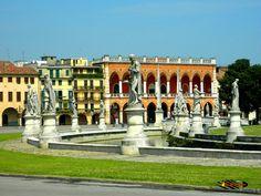 Prato Della Valle - Lodge Amulea - Padova, Nikon Coolpix L310, 18.6mm,1/200s,ISO80,f/12.6, -0.7, 201507171114