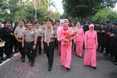 Waka Polda Jatim sambut kedatangan Kapolda Jatim yang baru Irjen Pol Machfud Arifin