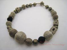 Perlengefädelte Kugelkette Glasperlen Halskette Pyrit von BeadFizz