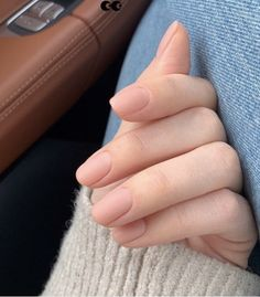 10 Popular Fall Nail Colors for 2019 - An Unblurred Lady How to use nail polish? Nail polish on your friend's nails looks perfect, nevertheless, you can't Cute Acrylic Nails, Cute Nails, Pretty Nails, My Nails, Acrylic Colors, Minimalist Nails, Nagellack Trends, Trim Nails, Neutral Nails