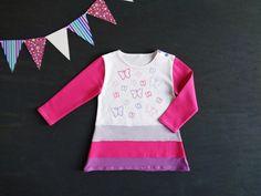 Top lungo bambina, mini abito bimba, maglia lunga, top per leggings, lilla rosa viola, farfalle dipinte, idea regalo compleanno, abito bimba - by RobyGiup