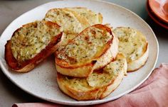 Fall Fest: Roasted Garlic Recipes Worth Worshipping from Cooking Channel Roasted Garlic Bread Recipe, Garlic Recipes, Quick Recipes, Other Recipes, Easy Dinner Recipes, Bread Recipes, Appetizer Recipes, Cooking Recipes, Cooking Bacon