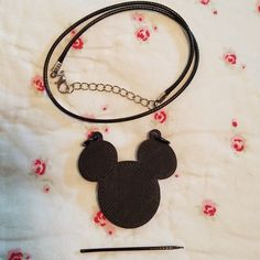 The new Pend-a-Pik collection, this Mickey Mouse Silhouette is the perfect party favor for any birthday or themed party.  This product combines the decorative aspect of a cupcake pick and a necklace favor. Just throw away pik and keep the pendant.