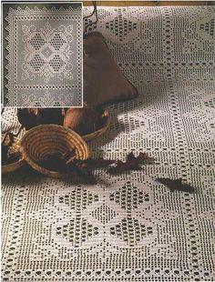 Покрывало из квадратов в технике филейного вязания (связано крючком)