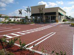 StreetPrintスタンプアスファルトスターバックスの駐車場、FL    場所:ハイアレア、フロリダ州/機器使用:StreetHeat SR 60 /スタンプアスファルトテンプレートパターン:斜めヘリンボーン