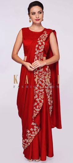 Amruta Khanvilkar In Kalki Red Satin Ready Pleated Saree With Stitched Pleats And Pallo Sri Lankan Wedding Saree, Saree Wedding, Bridal Sarees, Banarasi Lehenga, Saree Jewellery, Drape Sarees, Recycled Dress, Satin Saree, Lehnga Dress