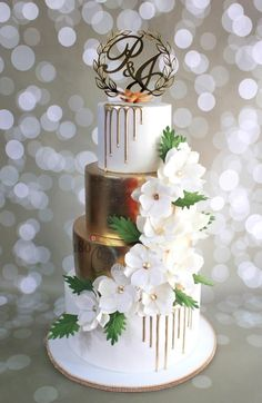A 4 tier beauty for P&J's wedding created recently ! Classic white and gold theme , with a touch of modern wedding cake design, adorned with the cascading sugar flowers and trending gold drips ! One o f my favourite for this season ! Elegant Wedding Cakes, Beautiful Wedding Cakes, Gorgeous Cakes, Metallic Cake, Gold Cake, 4 Tier Wedding Cake, Wedding Cake Toppers, Wedding Cake Decorations, Wedding Cake Designs