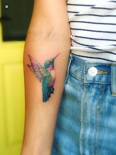 62 Ideas tattoo bird colibri hummingbird art for 2019 Colorful Hummingbird Tattoo, Hummingbird Tattoo Watercolor, Hummingbird Tattoo Meaning, Hummingbird Art, Grandma Tattoos, Mom Tattoos, Cute Tattoos, Body Art Tattoos, Sleeve Tattoos