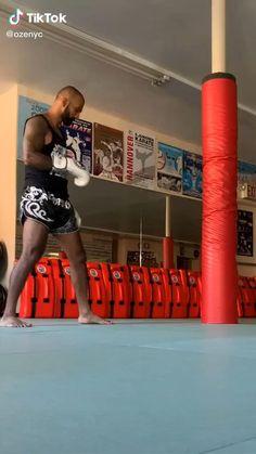 Mixed Martial Arts Training, Martial Arts Workout, Boxing Techniques, Martial Arts Techniques, Self Defense Moves, Self Defense Martial Arts, Kickboxing Workout, Squat Workout, Kick Boxing