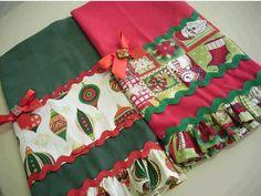 H O - H O - H O O O O !     Eu curti estas ideias de costurinhas natalinas... e você?            Fonte         Fonte         Fonte        ... Christmas Towels, Christmas Tea, Christmas Sewing, Christmas Pillow, Christmas Crafts, Christmas Ornaments, Dish Towels, Tea Towels, Sewing Hacks