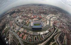 Imagen aérea de la ciudad de Madrid con el Vicente Calderón, sede...