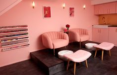 The ELLE Edit of the best UK nail bars and salons for getting a beautiful manicure. Pink Nail Salon, Nail Salon Names, Nail Salon Design, Nail Salon Decor, Home Beauty Salon, Beauty Salon Decor, Beauty Salon Interior, Spa Interior Design, Bar Interior