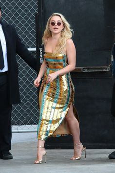 """Little Women"" Star Florence Pugh in Galvan London at ""Jimmy Kimmel Live! Pretty People, Beautiful People, Fashion Week, Fashion Outfits, Toms Outfits, Florence Pugh, Metallic Dress, Red Carpet Looks, Zendaya Coleman"