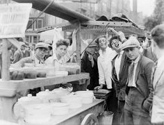 1935 - Herring eating at a herring stand on Weesperplein in Amsterdam. Living In Amsterdam, I Amsterdam, Going Dutch, Holland Netherlands, Going On Holiday, Home And Away, Rotterdam, Ancestry, Old And New