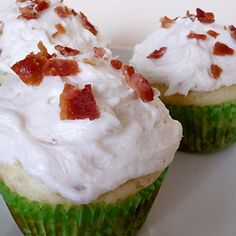Yum! I'd Pinch That | Pancake Cupcakes with Maple Bacon Buttercream Frosting #recipe