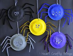 Paper Plate Spiders - great craft for the kids for Halloween!