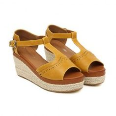 6737d231a59 Vintage Women s Sandals With Straw-Woven and Platform Design