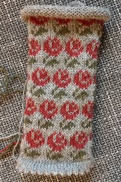 Knit Mittens, Knitting Socks, Mitten Gloves, Knitting Stitches, Knitting Patterns, Fingerless Mitts, Fair Isle Knitting, Keep Warm, Christmas Stockings