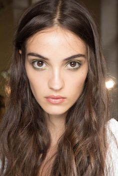 Atelier Versace Fall 2015 Couture Fashion Show Beauty Atelier Versace, Backstage, Sparkly Eye Makeup, Couture Fashion, Fashion Show, Camille Hurel, Bregje Heinen, Make Up Inspiration, Couture Looks