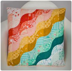 Really like this design alot. Quite a different quilt design from the normal square and diamond shaped quilts you normally see. And the colors really complement each other well.