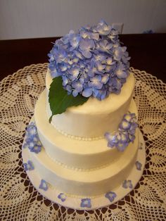 Hydrangea wedding cake (purple wedding)