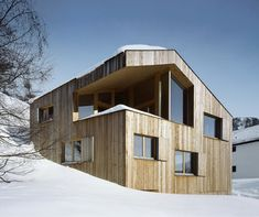 This cozy mountain cabin in the Swiss Alps is an inviting retreat in a picture-perfect setting. Switzerland architecture firm OOS designed this rustic cabin home with a thought toward the. Architecture Design, Wooden Architecture, Ideas De Cabina, Swiss Chalet, Swiss Alps, Concrete Retaining Walls, Contemporary Cabin, Timber Structure, Timber Cladding