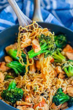 Chicken Teriyaki Noodles Recipe, Chicken Teriyaki Rezept, Chicken Noodle Recipes, Recipes With Chicken Breast Easy, Ramen Noodle Chicken Stir Fry, Easy Noodle Recipes, Fried Noodles Recipe, Teriyaki Stir Fry, Chicken